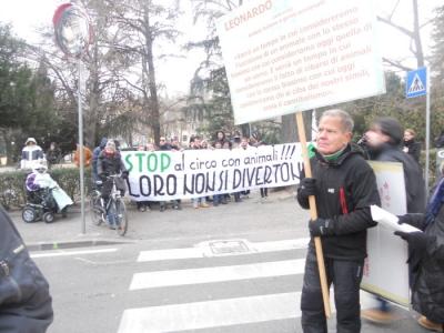 Bolzano 04.02.2012 manifestazione contro lo sfruttamento degli animali 56