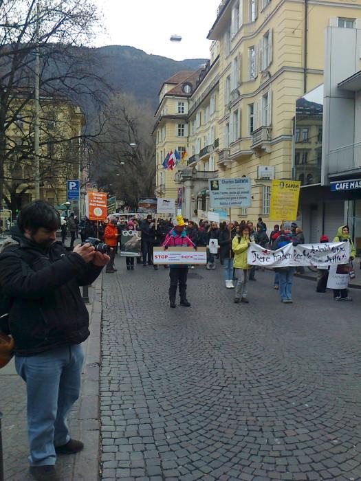 Bolzano 04.02.2012 manifestazione contro lo sfruttamento degli animali 236