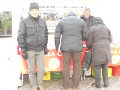 Bolzano 04.02.2012 manifestazione contro lo sfruttamento degli animali 80