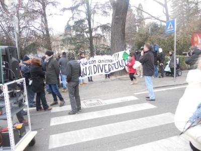 Bolzano 04.02.2012 manifestazione contro lo sfruttamento degli animali 88