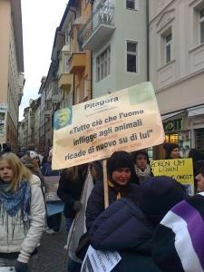Bolzano 04.02.2012 manifestazione contro lo sfruttamento degli animali 93