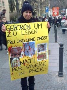 Bolzano 04.02.2012 manifestazione contro lo sfruttamento degli animali 99