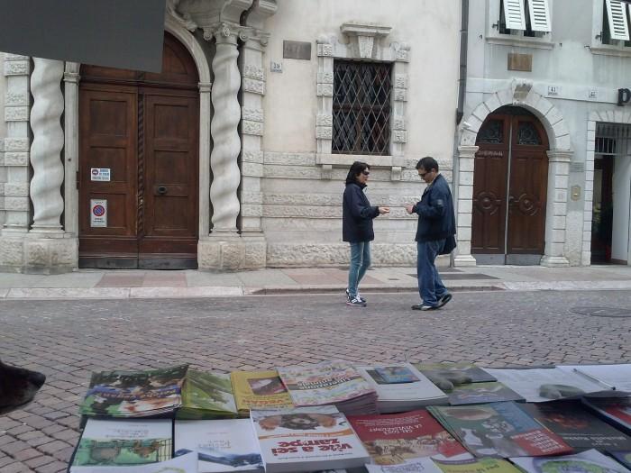 TAVOLO INFORMATIVO SUL MASSACRO DI AGNELLI E CAPRETTI NEL PERIODO PASQUALE 27