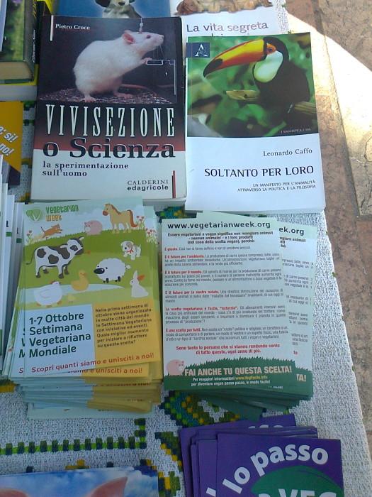 TRENTO 15.10.2011- TAVOLO INFORMATIVO PER LA SETTIMANA VEGETARIANA MONDIALE 76