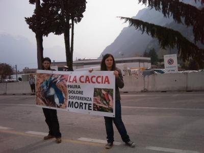 Riva del Garda 26.03 - Sit-in contro la fiera della caccia e della pesca 20