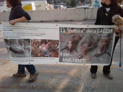 Riva del Garda 26.03 - Sit-in contro la fiera della caccia e della pesca 28