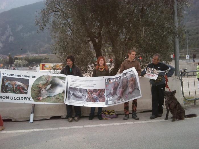 Riva del Garda 26.03 - Sit-in contro la fiera della caccia e della pesca 79