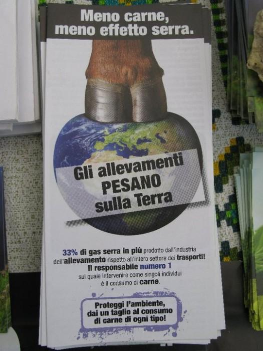 16 aprile 2011 - TAVOLO INFORMATIVO SU MASSACRO AGNELLI E CAPRETTI PERIODO PASQUALE 65