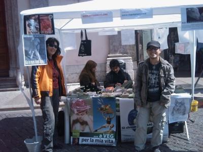 16 aprile 2011 - TAVOLO INFORMATIVO SU MASSACRO AGNELLI E CAPRETTI PERIODO PASQUALE 17