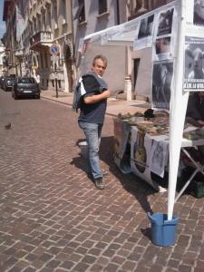 16 aprile 2011 - TAVOLO INFORMATIVO SU MASSACRO AGNELLI E CAPRETTI PERIODO PASQUALE 25