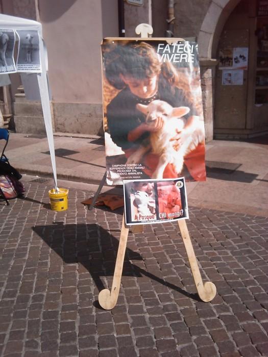 16 aprile 2011 - TAVOLO INFORMATIVO SU MASSACRO AGNELLI E CAPRETTI PERIODO PASQUALE 95