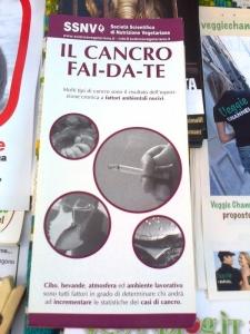 TRENTO - TAVOLO INFORMATIVO CONTRO IL COMMERCIO DI PELLICCE E PIUMINI D'OCA 65