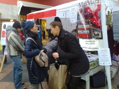 TRENTO - TAVOLO INFORMATIVO CONTRO IL COMMERCIO DI PELLICCE E PIUMINI D'OCA 2