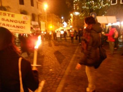 03 dicembre 2011 Trento fiaccolata per denunciare lo sterminio degli animali nel periodo natalizio (e non solo!) 114