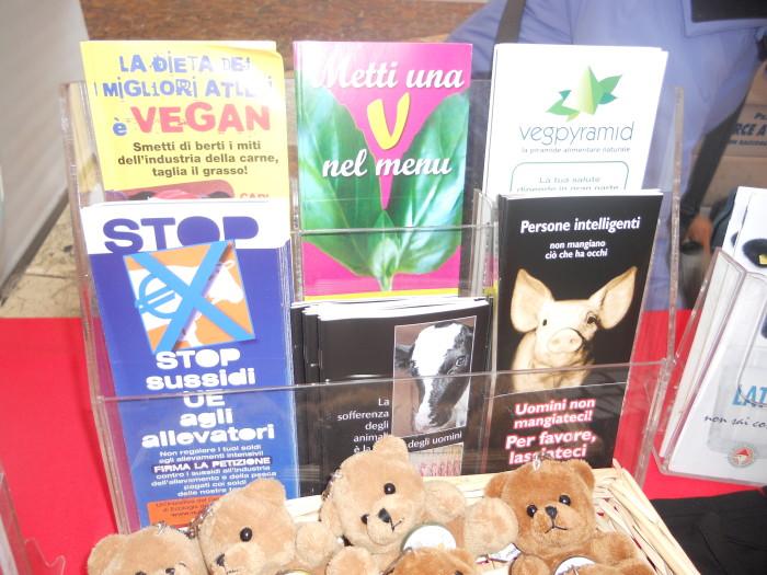 03 dicembre 2011 Trento fiaccolata per denunciare lo sterminio degli animali nel periodo natalizio (e non solo!) 309