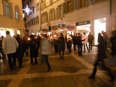 03 dicembre 2011 Trento fiaccolata per denunciare lo sterminio degli animali nel periodo natalizio (e non solo!) 143
