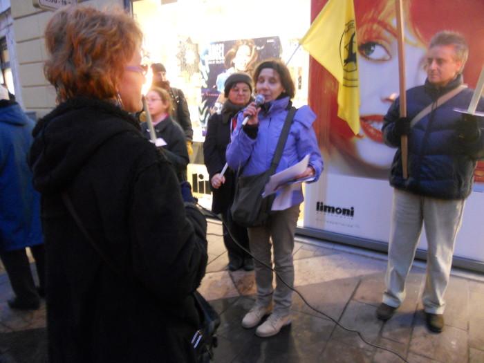 03 dicembre 2011 Trento fiaccolata per denunciare lo sterminio degli animali nel periodo natalizio (e non solo!) 333