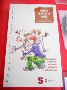 03 dicembre 2011 Trento fiaccolata per denunciare lo sterminio degli animali nel periodo natalizio (e non solo!) 13
