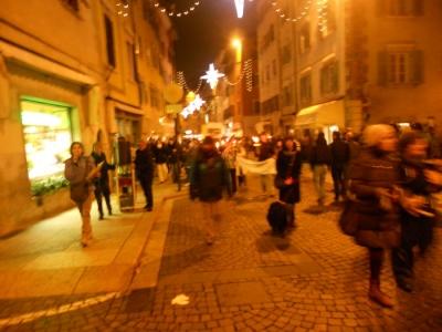 03 dicembre 2011 Trento fiaccolata per denunciare lo sterminio degli animali nel periodo natalizio (e non solo!) 22