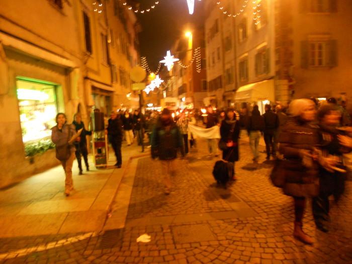 03 dicembre 2011 Trento fiaccolata per denunciare lo sterminio degli animali nel periodo natalizio (e non solo!) 205