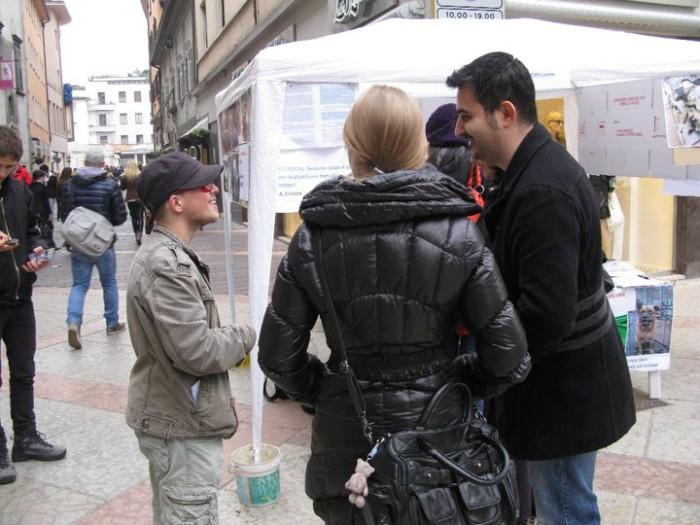 TRENTO - 12.03.2011 - TAVOLO INFORMATIVO SULLA VIVISEZIONE 138