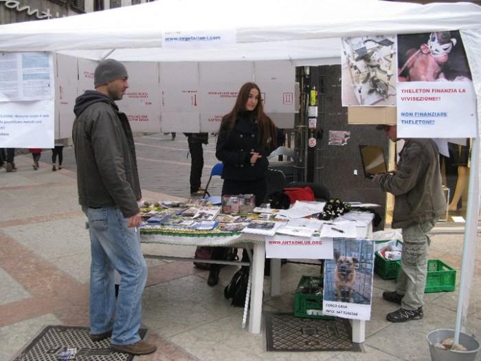 TRENTO - 12.03.2011 - TAVOLO INFORMATIVO SULLA VIVISEZIONE 143