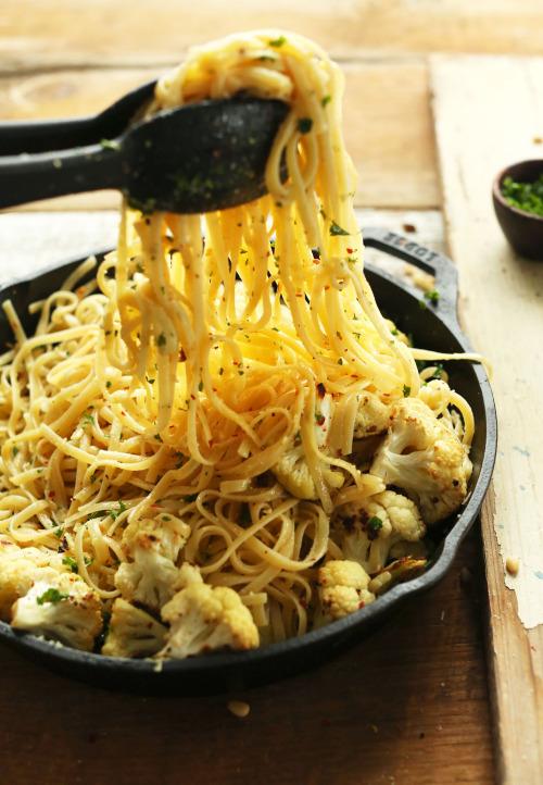 vegan-yums: Garlic chili pasta with roasted cauliflower /... 16