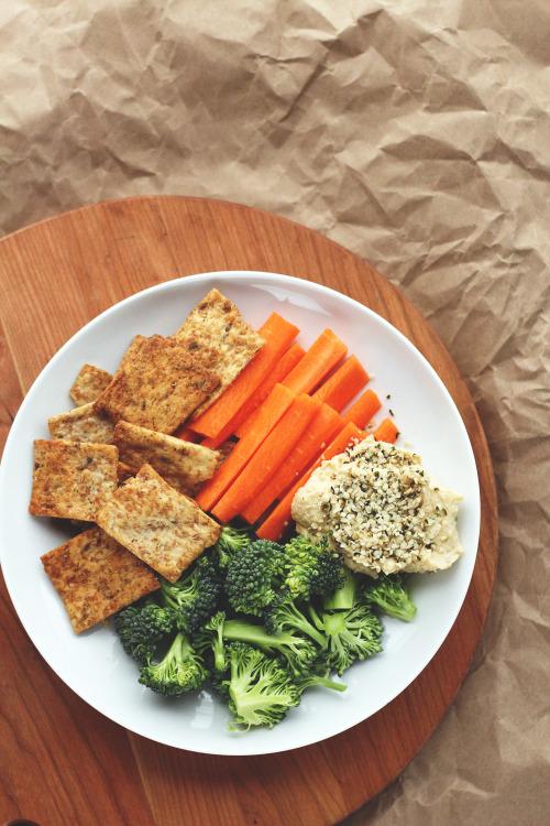 garden-of-vegan: Garden veggie pita chips, broccoli florets,... 7