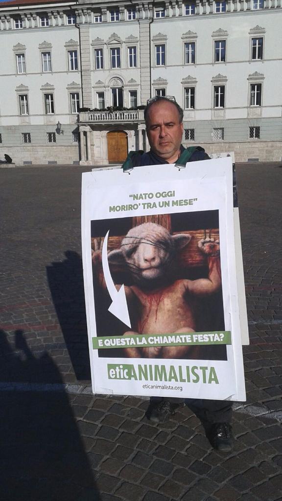 Manifestazione a Trento in difesa degli agnelli a Pasqua 24-25-26 Marzo - Parte 2 11