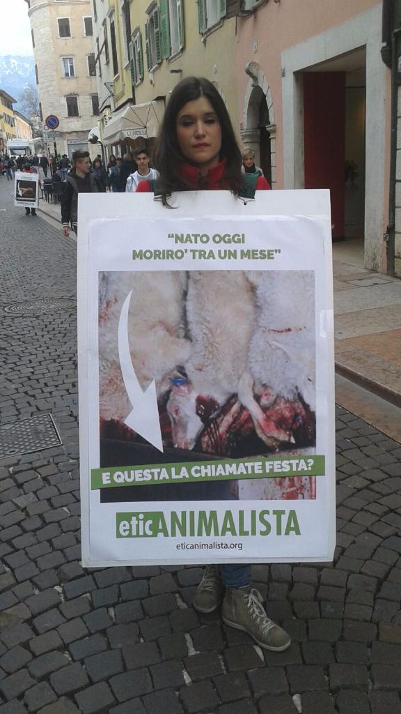 Manifestazione a Trento in difesa degli agnelli a Pasqua 24-25-26 Marzo 29