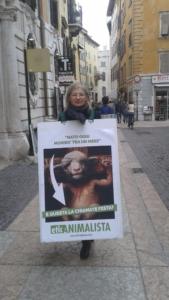 Manifestazione a Trento in difesa degli agnelli a Pasqua 24-25-26 Marzo 12
