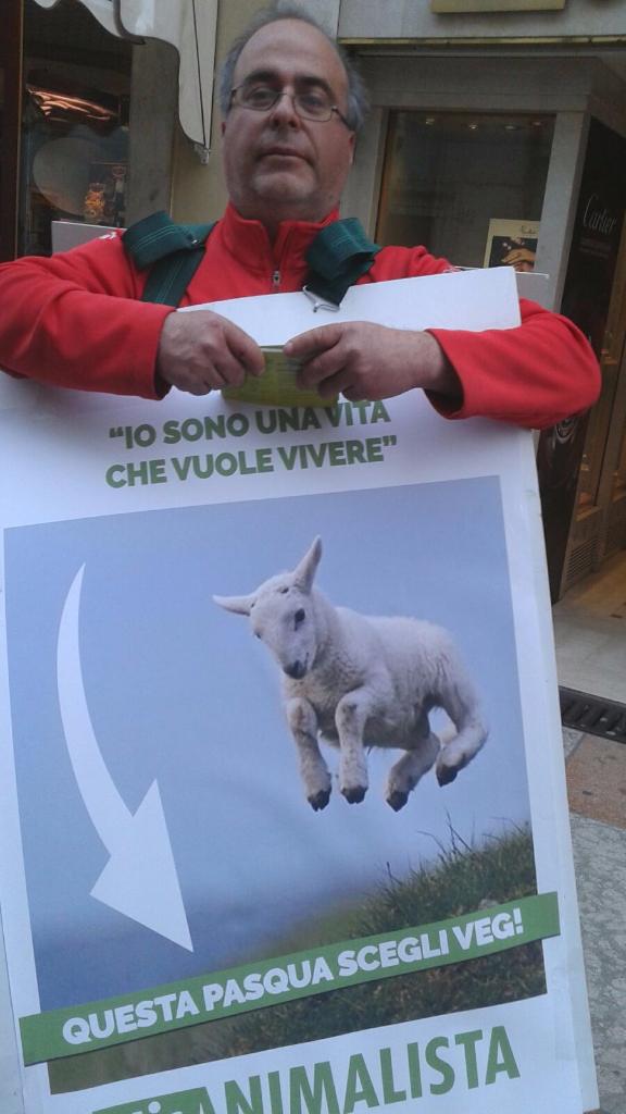 Manifestazione a Trento in difesa degli agnelli a Pasqua 24-25-26 Marzo 32