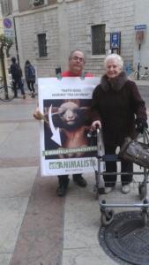 Manifestazione a Trento in difesa degli agnelli a Pasqua 24-25-26 Marzo 17