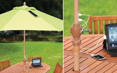Un ombrellone solare che ricarica il cellulare 1