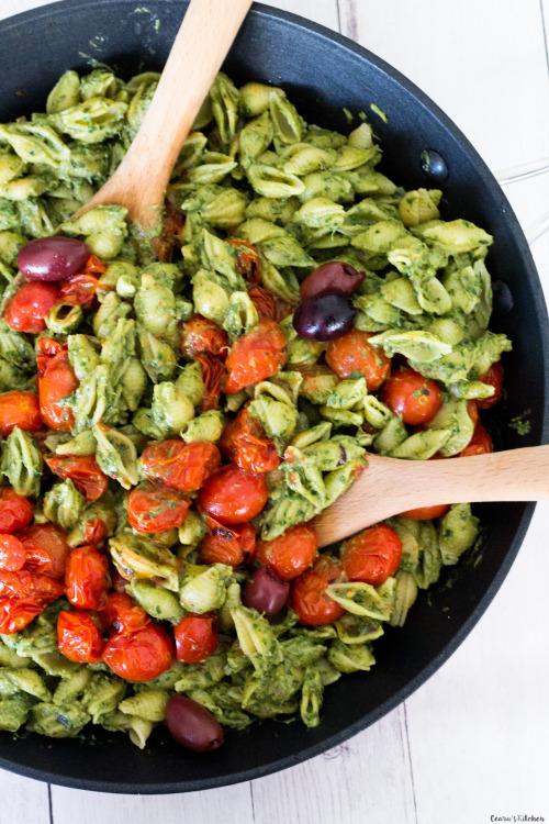 vege-nom: Bright and creamyVegan Avocado Pesto Pastawith... 26