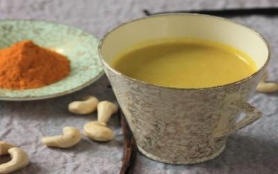 Golden milk, cos'è e come prepararlo 1