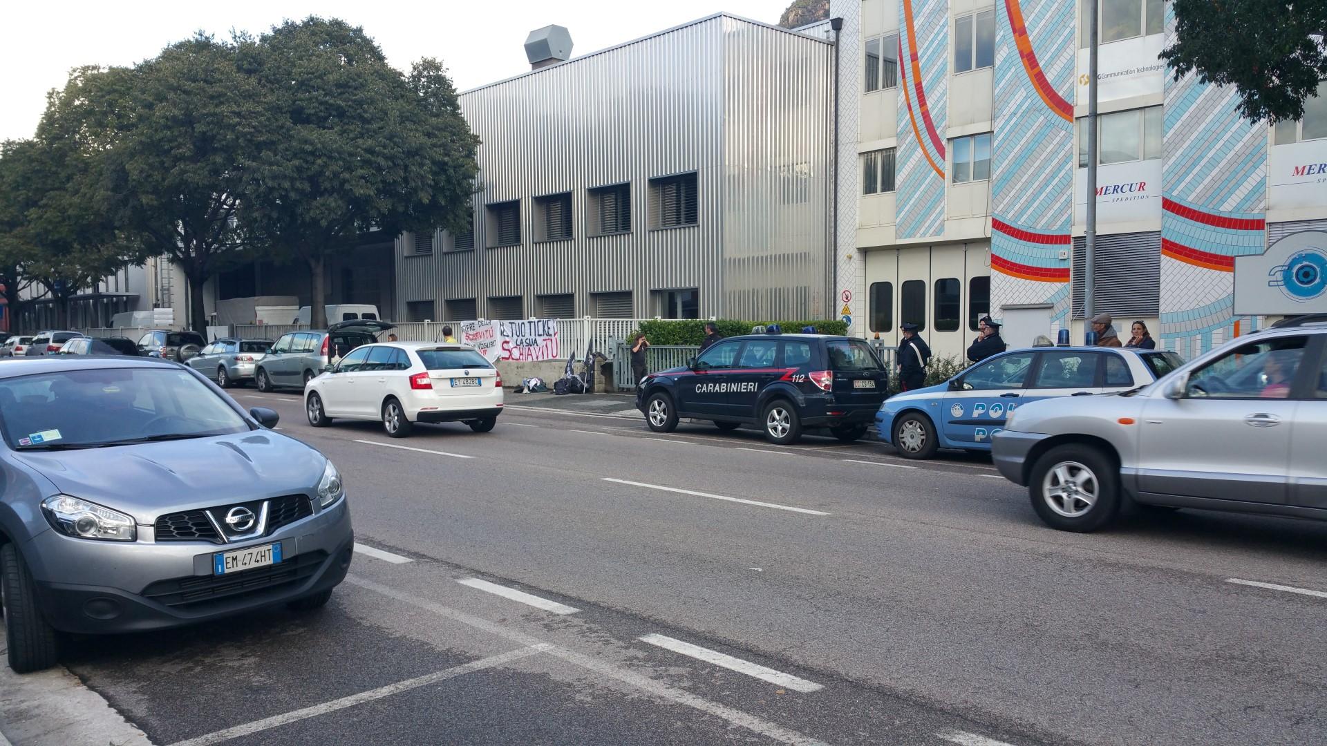 Fronte animalista Bolzano - Manifestazione Porte aperte 10 anni della casa della zootecnia 17