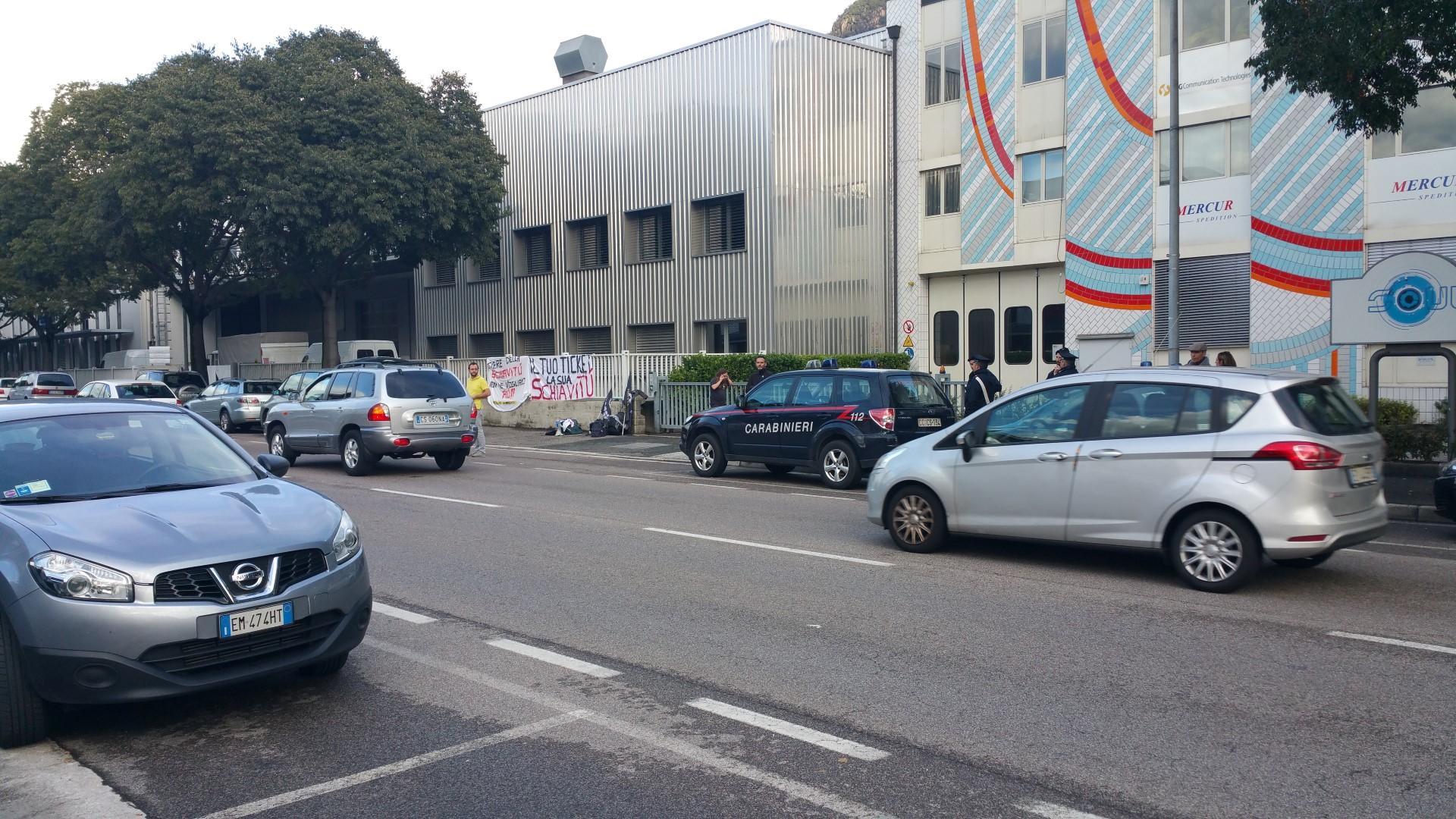 Fronte animalista Bolzano - Manifestazione Porte aperte 10 anni della casa della zootecnia 18