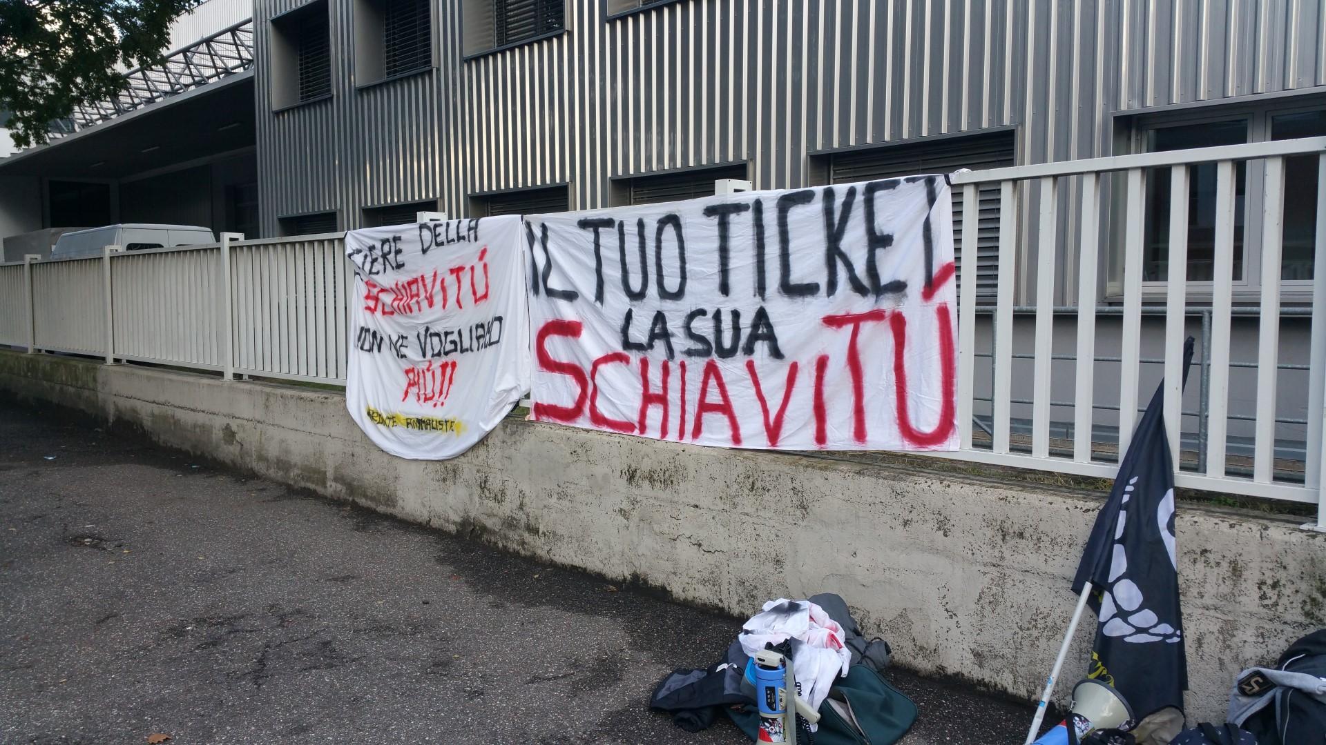 Fronte animalista Bolzano - Manifestazione Porte aperte 10 anni della casa della zootecnia 21