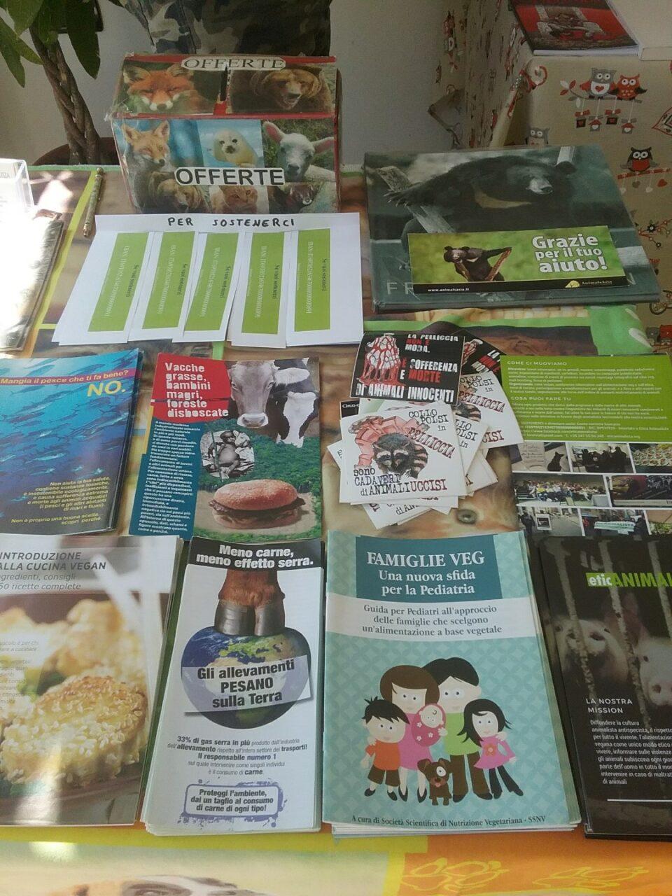 Eticanimalista c/o Black Sheep pasticceria bio vegan - gelati veg 2017 e informazione vegan - 08.04.2017 25