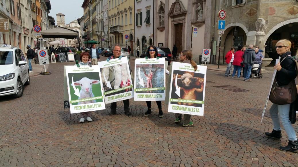 Manifestazione di protesta contro il massacro Pasquale degli agnelli e capretti 15 Aprile 2017 2