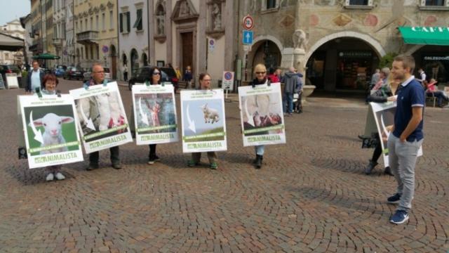 Manifestazione di protesta contro il massacro Pasquale degli agnelli e capretti 15 Aprile 2017 17