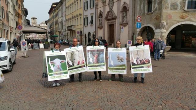 Manifestazione di protesta contro il massacro Pasquale degli agnelli e capretti 15 Aprile 2017 18