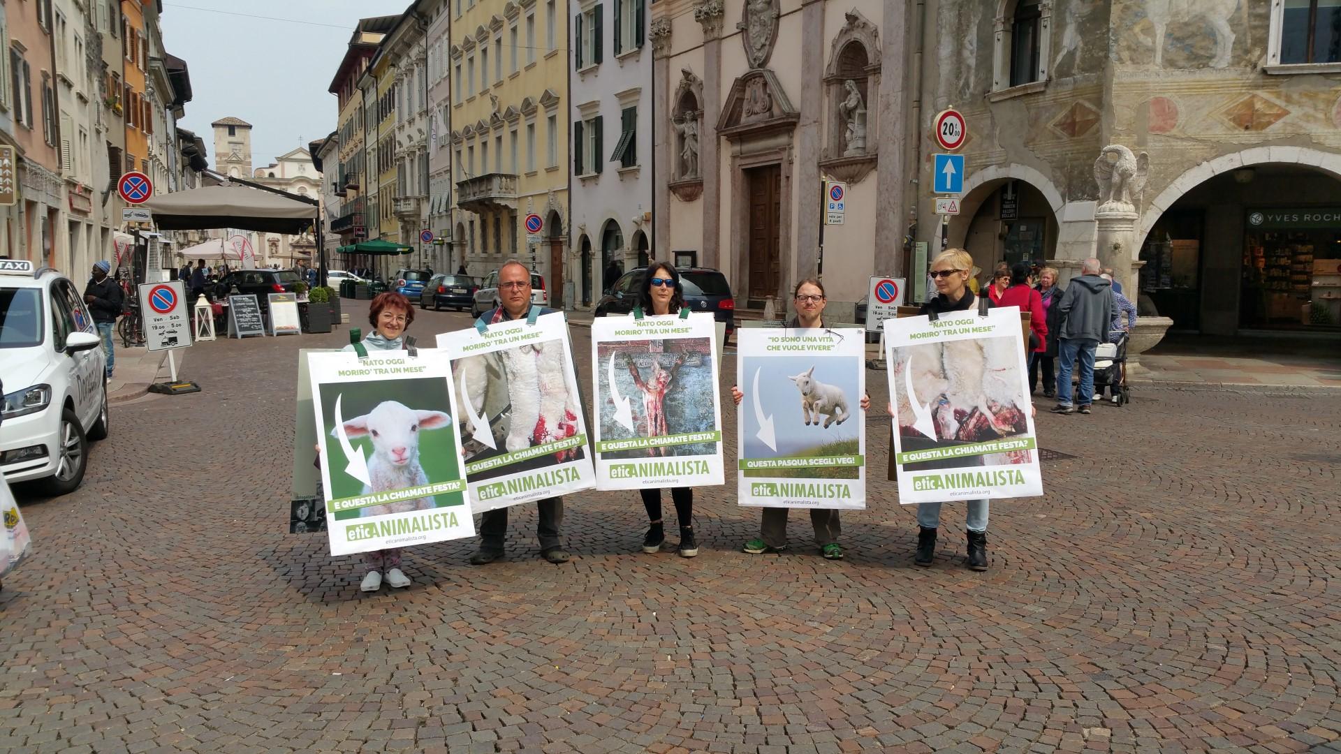 Manifestazione di protesta contro il massacro Pasquale degli agnelli e capretti 15 Aprile 2017 36
