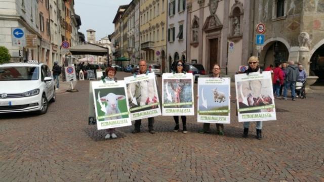 Manifestazione di protesta contro il massacro Pasquale degli agnelli e capretti 15 Aprile 2017 19