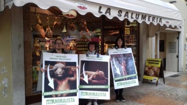 Manifestazione di protesta contro il massacro Pasquale degli agnelli e capretti 15 Aprile 2017 6