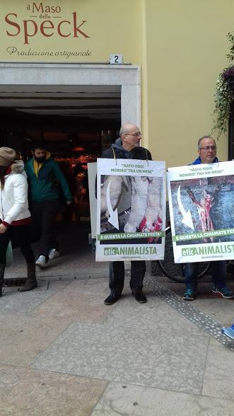 """""""A PASQUA NON UCCIDO"""" Manifestazione di protesta contro la strage pasquale di agnelli e capretti 29"""