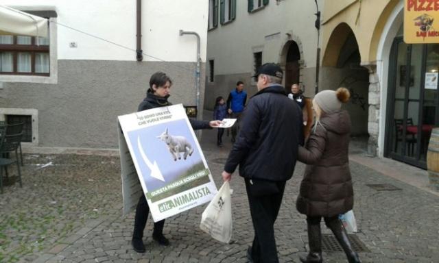 """""""A PASQUA NON UCCIDO"""" Manifestazione di protesta contro la strage pasquale di agnelli e capretti 24"""