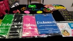 Tavolo informativo di Etica Animalista alla fiera annuale Fa la cosa giusta - 26-27-28 ottobre 2018 - Trento 16