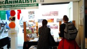 Tavolo informativo di Etica Animalista alla fiera annuale Fa la cosa giusta - 26-27-28 ottobre 2018 - Trento 9